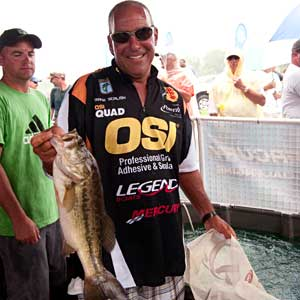 Cleveland Heights Ohio bass pro Frank Scalish weighs in on day two of the 2009 Bassmaster Northern Open on Lake Erie Sandusky