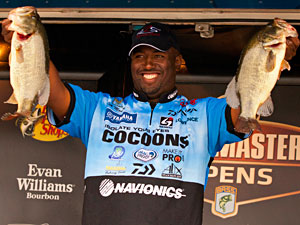Californian Ish Monroe extends his Bassmaster Northern Open lead on Oneida Lake with a 16 pound limit of largemouth bass