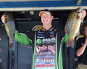 Recent Elite Series champion Jonathon VanDam is fishing strong again sitting in 5th place to make the Bassmaster Northern Open cut on Lake St Clair