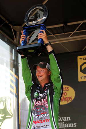 Michigan's Jonathon Vandam wins his first Bassmaster Elite Series tournament with the Green Bay challenge, earning a berth in the 2013 Bassmaster Classic