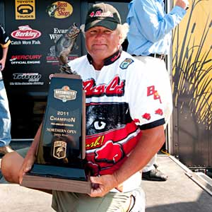 Kelly Pratt leads wire-to-wire to win the 2011 B.A.S.S. Northern Open on the James River and a spot in the 2012 Bassmaster Classic