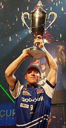 Kevin Hawk of Buford GA wins the 2010 Forrest Wood Cup Championships and $600,000 with 20 bass weighing 50-14