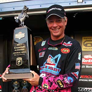 Kevin Short comes on strong to win his 5th Bassmaster title at the Central Open on Table Rock Lake