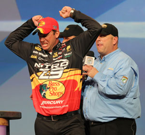 Kevin VanDam wins his record-tying 4th Bassmaster Classic in dominant style