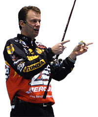 Kevin VanDam wins the 2010 Bassmaster Classic on Lay Lake in Alabama with 51-6