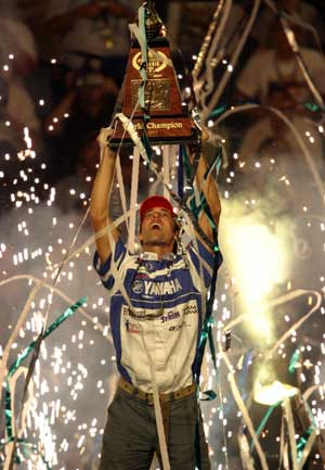 Michael Iaconelli hoists the Classic trophy at his 2003 Bassmaster Classic victory at the Louisiana Delta