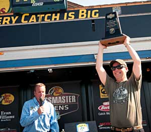 Michael Rinaldi takes the 2011 B.A.S.S. Northern Open James River co-angler title