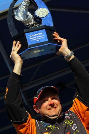 Mike McLelland of Bella Vista Arkansas won the 2008 Harris Chain Elite Series tournament with 59 pounds 2 ounces after Snowden slipped up on the final day