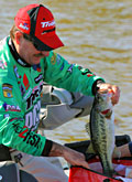 Shaw Grigsby extends his lead on Harris Chain in the Elite Series Sunshine Showdown to almost 12 pounds going into the final day