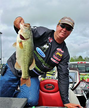 Last day adjustments enabled Skip Johnson to boat more bass and ultimately win the Kentucky Lake FLW tournament