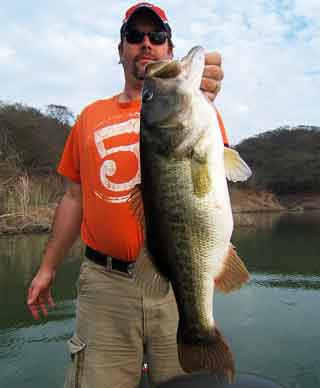 Scott Tyrell gets on the board with a whopper Comedero bass well over 8 pounds